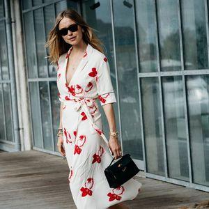 Фустаните и блузите на преклоп – едни од најженствените парчиња пролетва