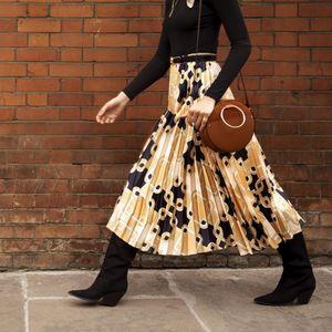 Новата H&M колекција е полна парчиња со принтови од Ричард Алан!