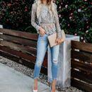 Вторник во џинс и блуза од тантела