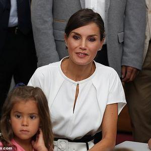 Кралицата Летиција совршено носи црно – бела деловна комбинација