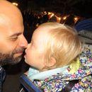 Млад татко посвои девојче со Даунов синдром одбиено од 20 семејства