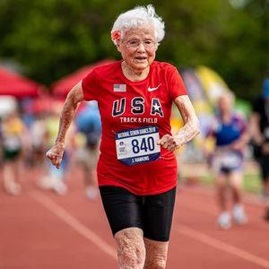 """Ја викаат """"Ураган"""": Има 103 години и златни медали во трки на 100 метри"""