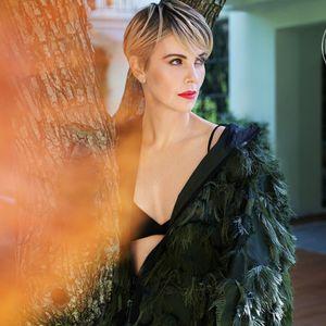 """Шарлиз Терон како божица – сама се фотографираше за насловната на """"Entertainment Weekly"""""""