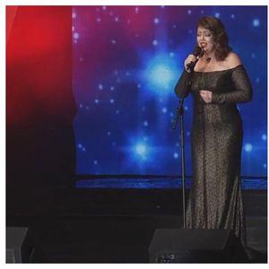 """Наде Талевска со моќна изведба на """"Оваа љубов"""" блесна во креација на Елена Лука на сцената на Макфест 2020"""