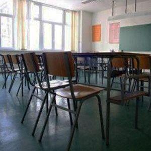 Законските измени за скратени часови и далечинско учење го одложуваат почетокот на учебната година