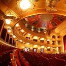 МНТ и Театар Комедија ги одложија претставите