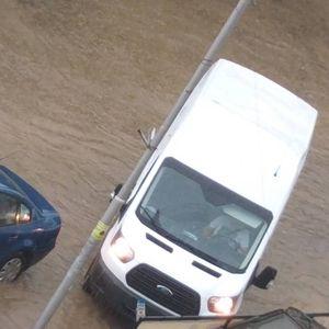 Краткотраен дожд ја излеа Неготинска река, патници останаа заглавени во автомобилот цел час!