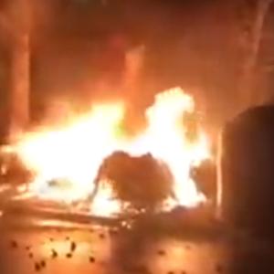 ВИДЕО Шест контејнери во Дебар Маало биле запалени, спречено е ширење на пожарот кон зградите