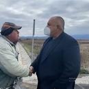 Пореден епизод от Севда ТВ! Мъж четка Борисов за пътя: Масло, масло, без грешка
