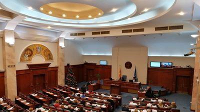 Распуштен парламент или распуштени пратеници?