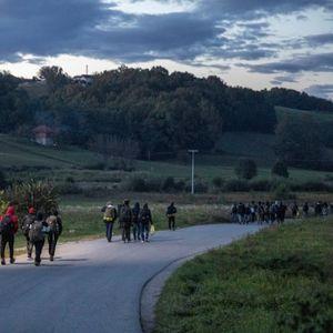 Kamp 'Bira' prazan, migranti na zapadu BiH pod vedrim nebom