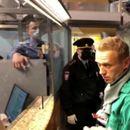 Навални уапсен по враќањето во Москва, приведени десетици негови приврзаници