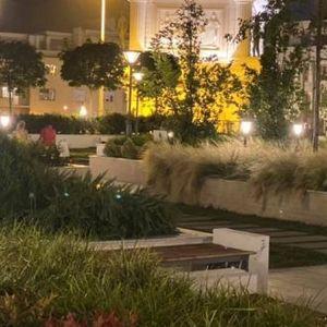 Како изгледа првиот кровен парк на јавна површина во Скопје навечер?!