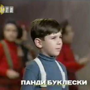 """Пред 15 години пееше на """"Златно славејче"""": Калиопи откри како денес изгледа момчето кое ја пееше """"Пари""""!"""