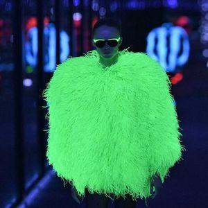 """Урнебесен моден """"камбек"""": Дизајнерите го враќаат духот на диско ерата"""