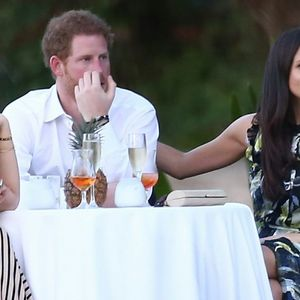 Какво уживање: Во вила на Ибица, која чини 120.000 евра неделно, славниот пар славеше роденден