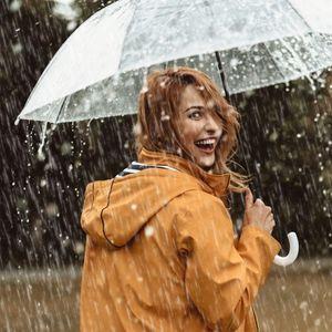 Победете ги влагата и дождот: 3 фризури кои се идеални за оваа сезона
