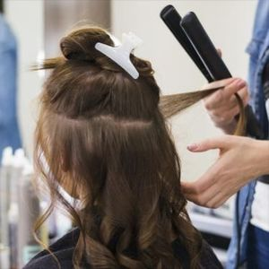 Топ 5 празнични фризури кои ќе ги обожаваш