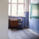 Тие ги отворија училиштата и сега повеќе од 1.000 ученици мора да се во карантин
