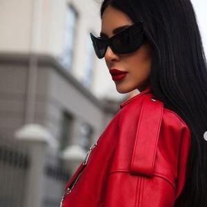 Комбинација на денот: Анастасија Ражнатовиќ доминантна во црвен кожен комплет