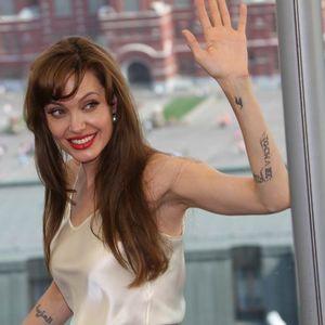 Тетоважа посветена на Бред Пит: Анџелина Џоли има нов цртеж на телото и има врска со нејзиниот поранешен сопруг