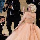 Комбо на денот: Како Мерлин Монро - Били Ајлиш се појави во досега невидено издание на МЕТ Гала