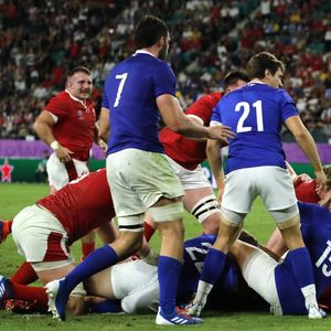 Wales come from behind to beat 14-man France in World Cup quarter-final