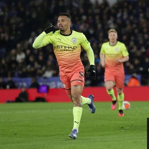 Gabriel Jesus spares Agüero blushes to leave Manchester City clear of Leicester