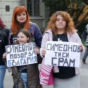 Пловдивските родители на деца с увреждания срещу Симеонов: Грозно, срамно!