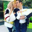 Антония Петрова грее от щастие: Показа за първи път сина си
