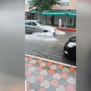 Порой удави Слънчев бряг, колите се движат като подводници! Идва ли дъждът към Бургас?