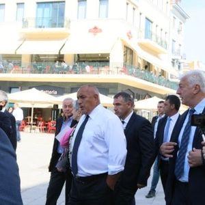 """Премиерът инспектира площад """"Централен"""" и остана възхитен"""