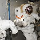 Роскосмос ще позволи на туристи да правят космически разходки