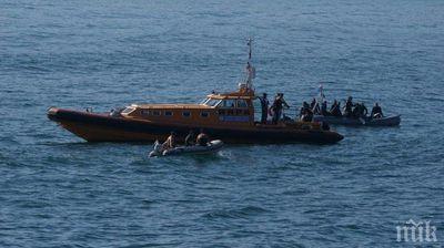 Водолази се включиха в издирването на изчезналото в морето момиче - по тъмно прекратяват операцията