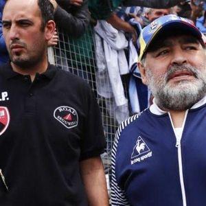 ТРОГАТЕЛНО: Последната разходка на Диего Марадона в квартала разплака света