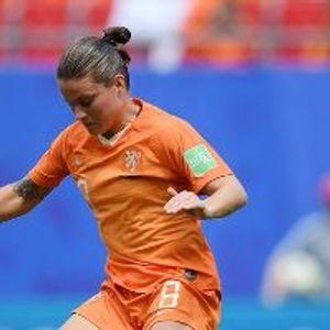 Netherlands 3:1 Cameroon