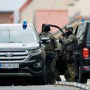 Стрелбата в Германия е тероризъм. Полицията преследва заподозрените