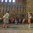"""С маски и на дистанция: Миряни се събраха в църквата """"Света Неделя"""" за Петровден"""