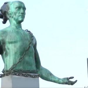 Изкуство или гротеска? Провокативна статуя в Бургас пали страсти