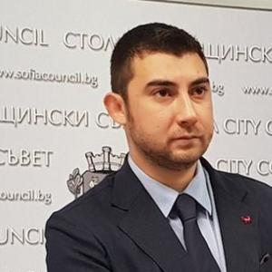 Общинар и  зам.-кмет по сигурността с важни дарения за няколко общини