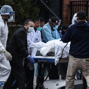 Броят на жертвите на коронавируса в Италия нарасна със 766 до близо 15 000 души