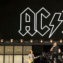 Почина китарист на AC/DC