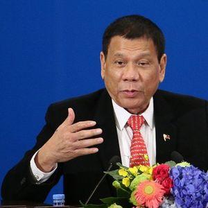 Президентът на Филипините иска ваксина в задните части