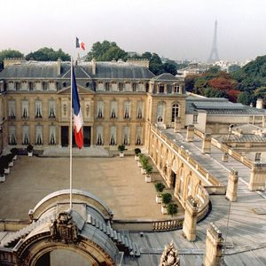 Париз: Критиките од муслиманските земји се обид да се дестабилизира Франција