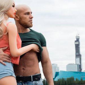 (Видео) Бодибилдер што беше во љубов со секс-кукла, се ожени со неа