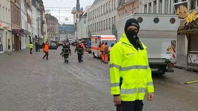 Џип покоси луѓе во пешачка зона во Германија – загинаа четворица, меѓу нив и татко и бебе