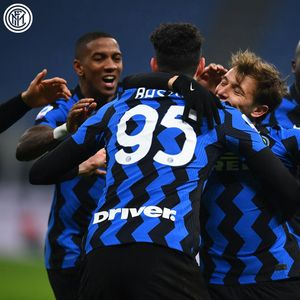 Интер го доби дербито на Италија, се израмни со Милан!