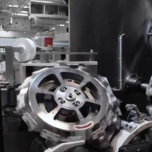 Погледнете како се создава новата револуционерна батерија на Tesla