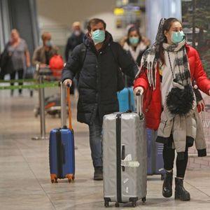 Велика Британија денеска воведува задолжителен карантин за патници од 30 високоризични земји