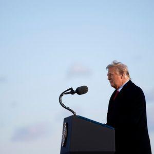 Си-Ен-Ен: Трамп во последен момент го помилувал и поранешниот сопруг на негова сојузничка од Фокс Њуз